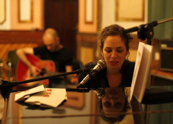 Gahs & Rocío durante su actuación en el Centre Municipal de Cultura de Castellón con motivo de la Nit de l'Art, el pasado mes de mayo. Foto: Carme Ripollès.