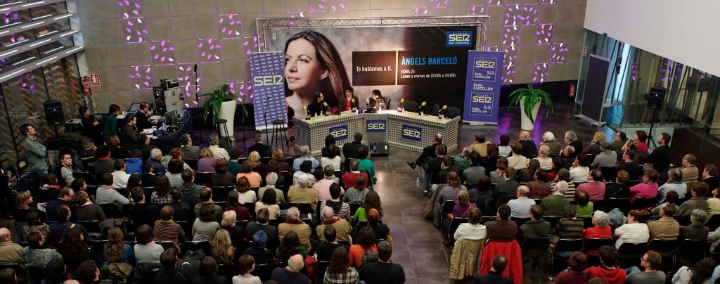 El programa Hora 25 de Àngels Barceló se celebró en los salones Nodo del Hotel Jaime I. Foto: Antonio Pradas.