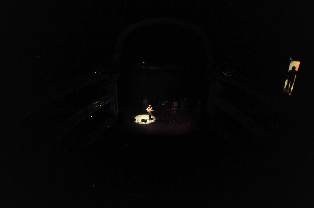 Julie Baenziger, de Sea of Bees, en la intimidad del Teatre Principal, el sábado pasado. Paco Poyato/Blank Paper
