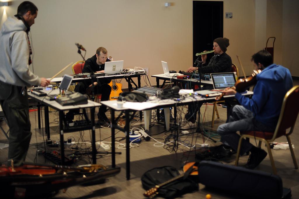 El laboratorio de The Third Eye Foundation en la sala Opal para preparar su concierto del Tanned Tin